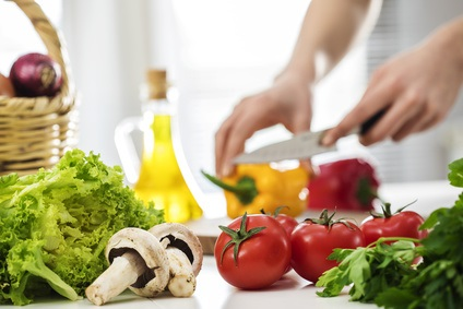 En augmentant le « bon » cholestérol (HDL), un régime riche en légumes permet de réduire la fatigue chez les patients atteints de sclérose en plaques (SEP)
