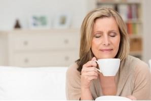 Une tasse de café est le produit final de toute une chaîne d'opérations complexe : agriculture, transformation, torréfaction et brassage, et, dans le cas précis du café, des temps de fermentation plus longs peuvent en améliorer le goût.