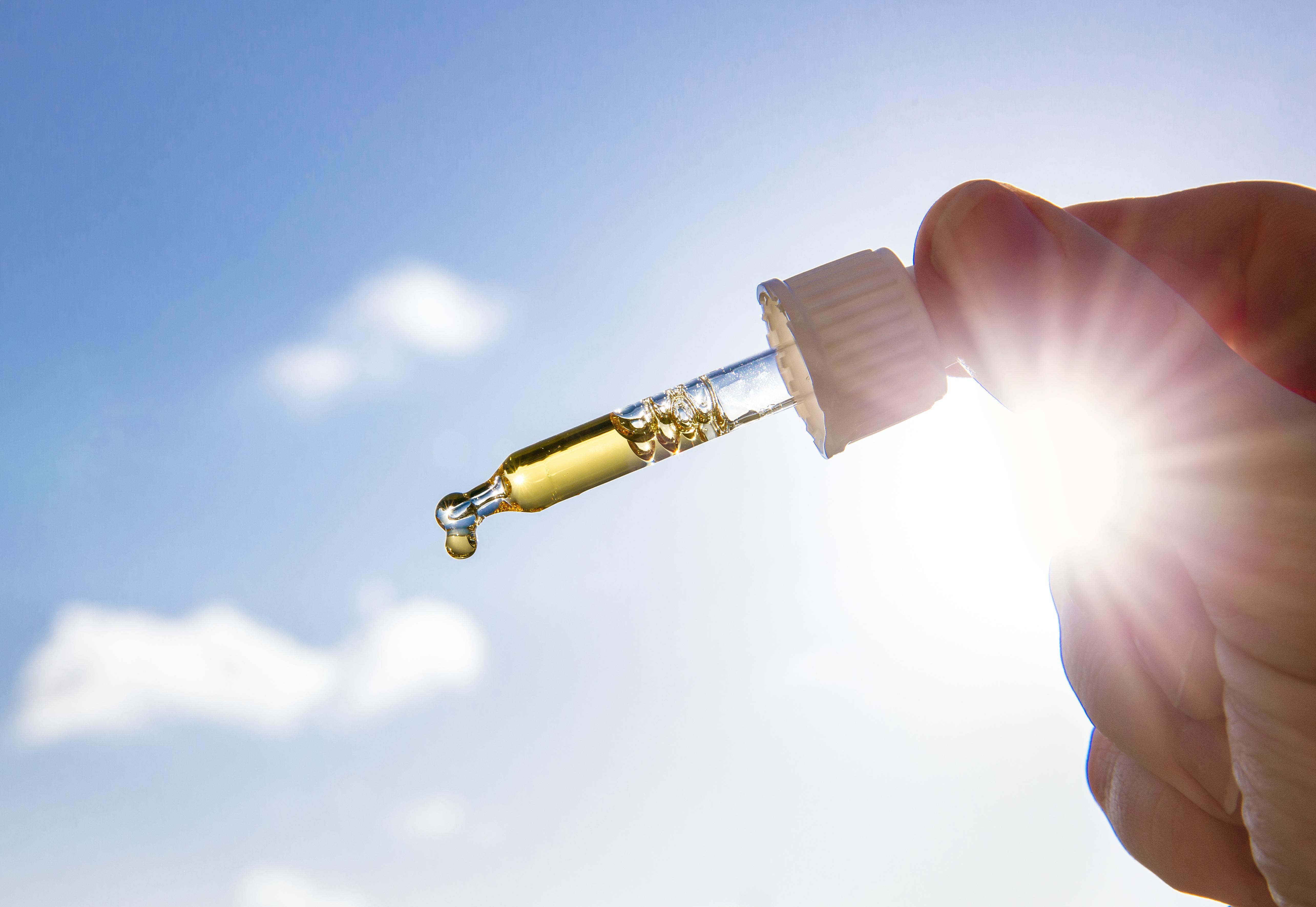 Quel rapport entre les opioïdes, le soleil et la vitamine D ? (Visuel Adobe stock 298058179)