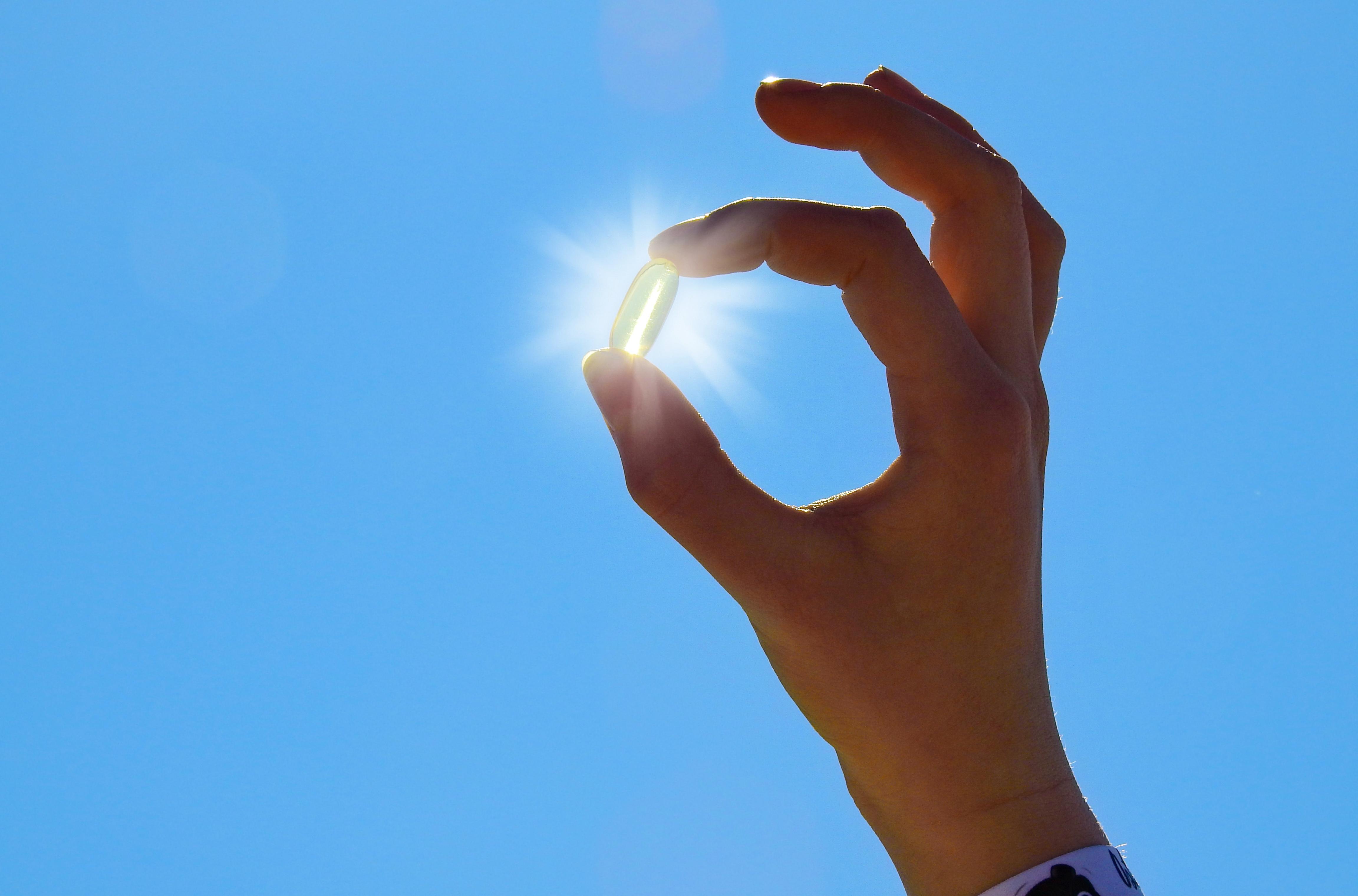 L'exposition au rayonnement ultraviolet B (UVB) ambiant (essentiel pour la production de vitamine D dans la peau) dans les semaines précédant l'infection serait, elle, déterminante (Visuel Adobe Stock 145730503)